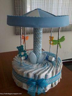 Diaper cake - Tarta de pañales - Baby shower gifts and crafts Baby Shower Crafts, Baby Crafts, Baby Shower Parties, Baby Shower Themes, Baby Showers, Baby Shower Diapers, Baby Boy Shower, Pamper Cake, Nappy Cakes