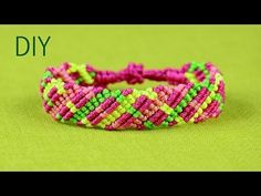 How to make Criss-cross lines, Friendship Bracelet Tutorial. This Bracelet looks interesting from both sides. Not hard to make and suitable for beginners. Macrame Necklace, Macrame Jewelry, Macrame Bracelets, Diy Jewelry, Chevron Friendship Bracelets, Friendship Bracelets Tutorial, Bracelet Tutorial, Micro Macramé, Bracelet Crafts