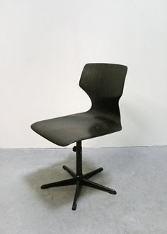 Vintage Flötotto Pagholz Adjustable Swivel Wooden Chair.  Designed by Elmar Flôtotto, this elegant bentwood chair comes in a dark brown shade. The