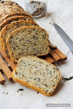 Kruh sa sjemenkama