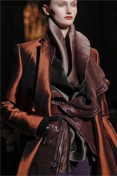 Haider Ackermann Fall 2012 Ready-to-Wear Collection Photos - Vogue Fashion Moda, Fashion Week, Look Fashion, Fashion Details, High Fashion, Winter Fashion, Fashion Show, Womens Fashion, Fashion Design