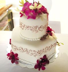Wedding Cakes: Cute Summer wedding cake with pink fucshia flowers