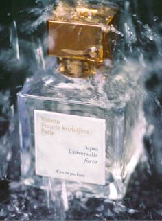 Aqua Universalis Forte - An aerial fragrance, at once light and powerful, like gold in the Summer. With an exceptional concentration of 40%, it is on a par with a perfume extract.