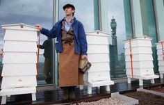 London in a honey pot http://www.thepiccachillyparlour.com/tpp/london-honey-pot/ #London #honey #pot #hives #rooftop #SteveBenbow #TheLondonHoneyCompany #TateModern #TateBritain #Fortnum&Masons #England #bees #Beehive #roofs #Beekeeper #candles #LipBalm #pollen #farmer #markets #HarveyNichols #honeycombs #jars #OrganicCotton #QueenBee #MichelaDiCarlo #ThePiccachillyParlour