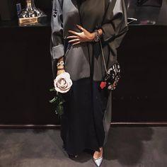 Koodiz© — Winter colors makes you feel warm ✨ Niqab Fashion, Muslim Fashion, Modest Fashion, Modern Abaya, Iranian Women Fashion, Hijab Fashion Inspiration, Abaya Designs, Look Boho, Hijab Dress