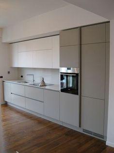 Kuhinja po meri sa frontovima od medijapana Kitchen Cabinet Layout, Kitchen Room Design, Modern Kitchen Cabinets, Modern Kitchen Design, Home Decor Kitchen, Interior Design Kitchen, Home Kitchens, Kitchen Ideas, Diy Interior