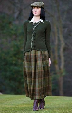 Like the sweater. Especially the feminine detailing. Pretty Outfits, Beautiful Outfits, Cool Outfits, Country Fashion, Country Outfits, Country Chic, Mode Bcbg, Estilo Fashion, Steampunk Fashion