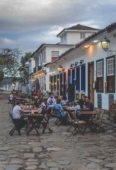 Alfresco bars by Praça da Matriz in Paraty, Brazil   heneedsfood.com
