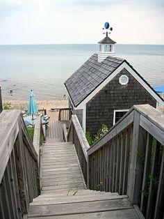 beach cottage Tiny Beach House, Dream Beach Houses, Beach Cottage Style, Beach Cottage Decor, Coastal Cottage, Coastal Homes, Coastal Style, Cottage Ideas, Coastal Living