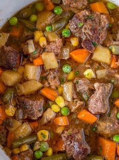 Slow Cooker Vegetable Beef Soup Recipes Slow Cooker Vegetable Beef Soup with is the most comforting, EASY soup you'll make. You'll want to dip crusty bread. Beef Soup Recipes, Cabbage Soup Recipes, Slow Cooker Recipes, Vegetarian Recipes, Cooking Recipes, Chili Recipes, Potato Recipes, Dinner Recipes, Slow Cooker Roastbeef