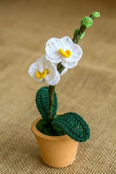Mini Crochet Orchid Pattern by Happy Patty Crochet - orchideen Homepage Crochet Tree, Crochet Cactus, Crochet Leaves, Knit Or Crochet, Crochet Flower Tutorial, Crochet Flower Patterns, Crochet Flowers, Yarn Projects, Crochet Projects