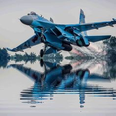 A Sukhoi folgt @ kingdom_of_aviation … - Aircraft design Russian Military Aircraft, Military Helicopter, Military Jets, Bomber Plane, Jet Plane, Jet Fighter Pilot, Fighter Jets, Luftwaffe, Su27 Flanker