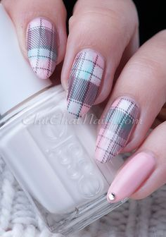 Chitchatnails Plaid design using Moyra Fabric Texture plate.