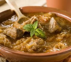 Authentic is always best, and Hungarian goulash is no exception. Beef, onions, and potatoes stewed with sweet paprika for a satisfying-as-can-be goulash topped with simple egg dumplings. Rice Cooker Recipes, Rice Recipes, Dinner Recipes, Fodmap Recipes, Dinner Ideas, Hamburger Goulash, South African Recipes, Ethnic Recipes, Goulash Recipes