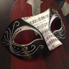 The finished mask! ((Minus the holes and ribbon to tie it on))
