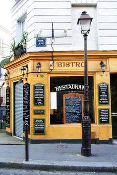 Paris Rue Lepic à Montmartre