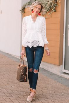 Gorgeous White Eyelet Top, Spring Outfits, white peplum style eyelet top and skinny jeans for spring with statement earrings, spring outfit idea Womens Fashion For Work, Look Fashion, Spring Fashion, Fashion Outfits, Fashion Trends, Fashion Women, Cheap Fashion, Fashion Boots, Fashion Quiz