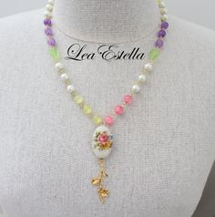 This unique necklace is an explosion of summer colours! The centrepiece is a gorgeous floral Tensha bead and the chain is made of beads/ gemstones in matching colours! :) Measurements: Approximate length all around is about 55.5 cm (22 inches) and pendant drop is about 7.5 cm (3 inches).
