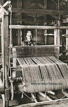 Weaving with a hand loom at Portnalong, Isle of Skye