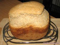 Veľmi chutný chlieb upečený namiešaním vlastnej chlebovej zmesi.
