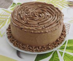 Un tort cu ciocolata si afine care se vrea echilibrat prin adaugarea afinelor intr-una dintre creme. Blat insiropat usor, crema de ciocolata cu lapte, Desserts, Food, Romanian Recipes, Tailgate Desserts, Deserts, Essen, Postres, Meals, Dessert