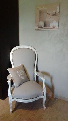 Mon deuxième Voltaire! Beige et Blanc! clous cuivre