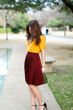 New Skirt Yellow Outfit Statement Necklaces Ideas 📍 Ausprobieren : Kleid weinrot mit Bluse senfgelb Burgundy Skirt Outfit, Yellow Skirt Outfits, Vestidos Color Vino, Yellow Color Combinations, Colour Combo, Dallas Wardrobe, Accordion Skirt, Modest Fashion, Fashion Outfits