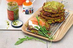 Das Rezept für Pesto-Kartoffelpuffer mit Lachs und Pinienkernen mit allen nötigen Zutaten und der einfachsten Zubereitung - gesund kochen mit FIT FOR FUN