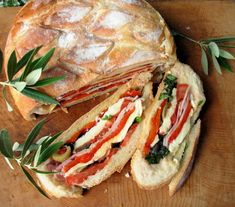 Pan Bagnat ~ A Classic French Picnic Sandwich for Sharing - Summer Recipes Slider Sandwiches, Picnic Sandwiches, Finger Sandwiches, Breakfast Sandwiches, Pan Bagnat, Sandwich Fillings, Sandwich Recipes, All You Need Is, Chicken