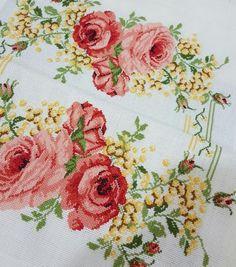 Bed Sheets, Cross Stitch, Home Decor, Stitching, Roses, Punto De Cruz, Decoration Home, Room Decor, Seed Stitch