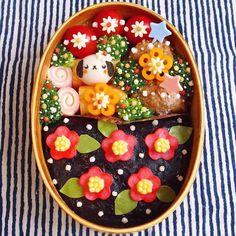 Gorgeous camelia flowers by Instagram de @kinakobun Japanese Bento Box, Japanese Sweets, Cute Food, Good Food, Cute Bento, Bento Box Lunch, Love Eat, Food Art, Food Inspiration
