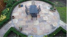 Like other homeowners, I am also a fan of travertine stone, being a famous outdoor paving solution. Concrete Patios, Brick Patios, Backyard Walkway, Flagstone Patio, Backyard Landscaping, Landscaping Ideas, Patio Border Ideas, Walkway Ideas, Porch Ideas