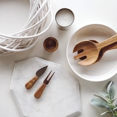 White ceramic natural wood marble and touches of copper and greenery - our favourite colour palette for Christmas this season. We love seeing our you're decorating you're home this Christmas simply tag @freedom_nz #stylebyfreedom and we will share our favourites  #freedomnzchristmas15 #freedomnz