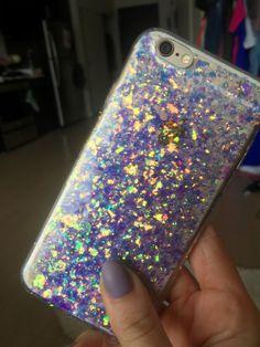 Dies ist eine handgemachte holographischer Glitzer-iPhone-Hülle. Der Glanz ist eine lila/blau Farbe, sondern spiegelt alle andere Farben im Licht. Glitzer ist mit einem klaren Dichtstoff festgelegt, so dass es nicht herausfällt. Dieser Fall ist Silikon, so dass es nicht Ihr Handy belasten wird. Es kommt in iPhone 6/6 s, iPhone 6/6 s Plus, iPhone 7, iPhone 7 Plus. Verfügbar für iPhone 5 und Samsung-Handys so gut, aber bitte mir Nachricht.  Diesen Fällen versenden 3-5 Tage nach Ihrer…