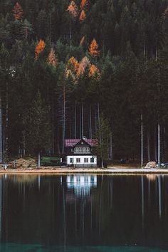 Desvre beautiful white brown house on the lake