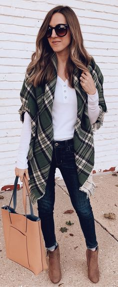 10+ Beautiful Fall Outfits You Should Already Own c61c8e99b20