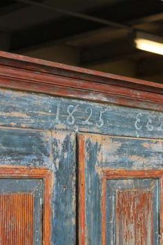 swedish-allmoge-cupboard-in-original-paint