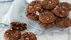 Glutenfria browniecookies med havssalt Chocolate Chips, Gluten Free, Cookies, Desserts, Recipes, Food, Pastry Chef, Glutenfree, Crack Crackers