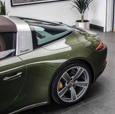 The Targa is one of the sleekest cars I know ➖➖➖➖➖➖➖➖➖➖➖➖➖➖➖➖➖➖➖➖➖➖➖ Porsche Carrera, Porsche 911 Targa 4s, Porsche 911 Classic, Porsche Cars, Van 4x4, Porche 911, Vintage Porsche, Sexy Cars, Peugeot 206