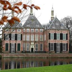 Kasteel Duivenvoorde - Top Trouwlocaties - Voorschoten, Zuid-Holland #trouwlocatie #trouwen #feestlocatie Castle Ruins, Castle House, Wedding Locations, Wedding Venues, Dutch Netherlands, Europe, Cathedral Church, Palaces, Slot