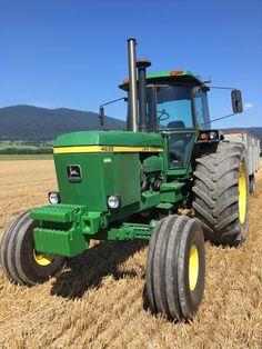 Old John Deere Tractors, Big Tractors, Tractor Cabs, New Tractor, John Deere Equipment, Heavy Equipment, Tractor Pictures, Welding Rigs, Classic Tractor