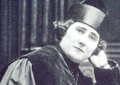 Clara Campoamor, Defendió e impulsó el sufragio femenino en España. Las mujeres votaron por primera vez en España en las elecciones de 1933.