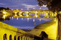 Beautiful Toulouse! I miss walking along your banks! Picnics and musicians along the river every night in the spring and summer...