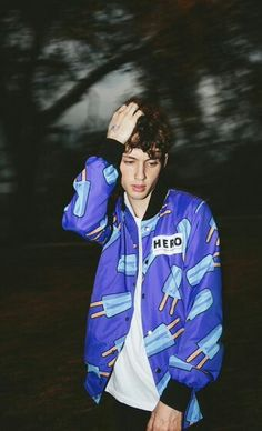 Troye Sivan] Hey, I'm Troye. I'm 19 and single. Not like a pringle, because those are sold in packs. I like dressing up, reading, browsing the internet, and singing. Say hi if you must.