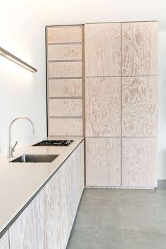 Finde moderne Küche Designs: Minimalistische Küche in Seekiefer. Entdecke die schönsten Bilder zur Inspiration für die Gestaltung deines Traumhauses.