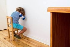 Istnieje wiele więcej możliwości, aby nauczyć dziecko poprawnego zachowania. Kara związana z krzykiem może zostać zastępiona rozmową. Discipline Positive, Alternative, Parenting, Kids Rugs, Audi A6, Solution, Communication, Studio, Madrid