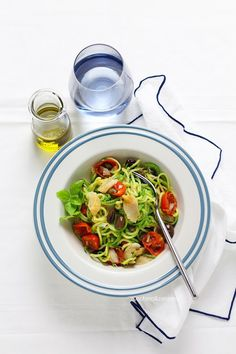 Mediterranean zucchini noodles - Click here to read the recipe or pin it for later!
