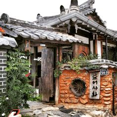 Love this #hanok #jeonju #jeonjuhanokvillage #한옥 #전주 #전주한옥마을 (at 전주 한옥마을)