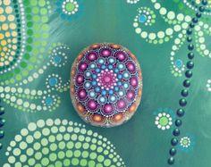 Pink Panther handbemalter Stein Mandala por AnjaSonneborn en Etsy