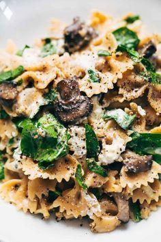 Date Night Mushroom Pasta with Goat Cheese &; Pinch of Yum Date Night Mushroom Pasta with Goat Cheese &; Pinch of Yum Show Me the Yummy showmetheyummy Main Dish Recipes Date […] recipes pasta Pasta Recipes, New Recipes, Vegetarian Recipes, Cooking Recipes, Healthy Recipes, Recipe Pasta, Recipes Dinner, Cooking Time, Vegan Recipes